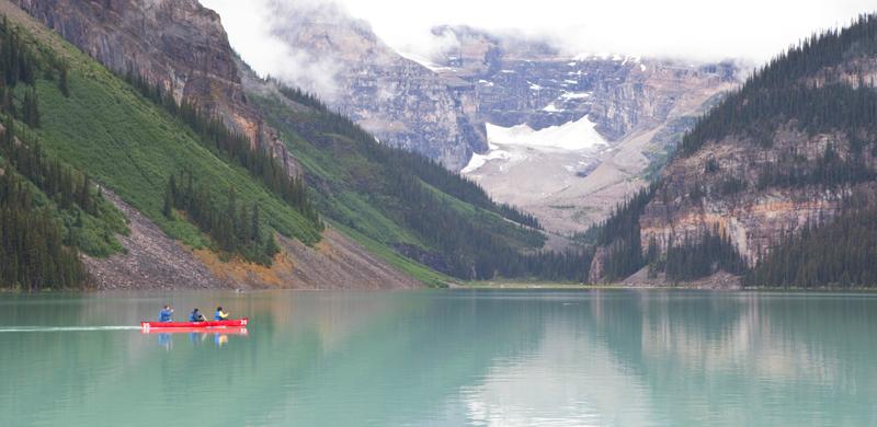 canoeing-lake-louise