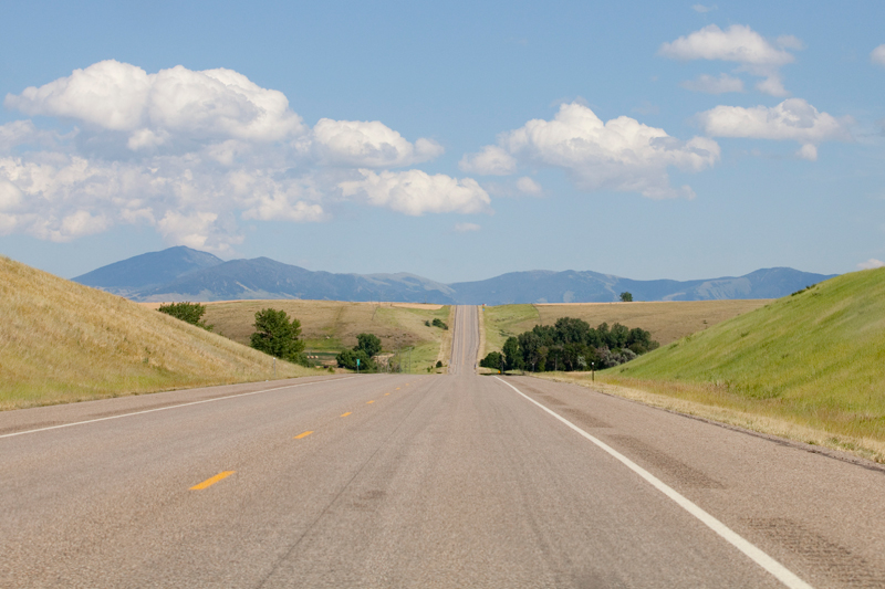 open-road-with-mountain-view