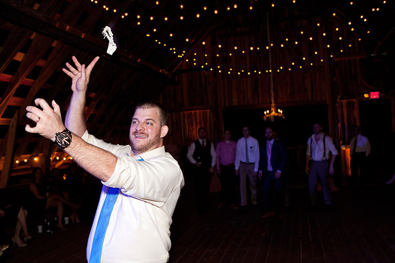 garter-toss-photography